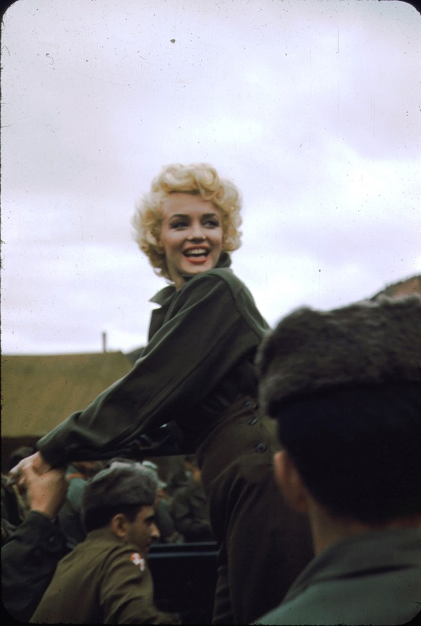 Marilyn_Monroe,_Korea,_1954